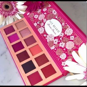 "🌸Ace Beaute ""Blossom Passion"" Eyeshadow Palette🌸"